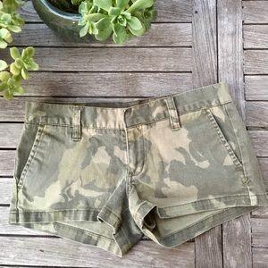 HURLEY®️ Camo Mini Shorts 💚🖤
